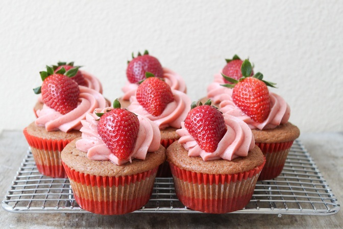 strawberry-dessert-recipes-easy-strawberry-cupcakes