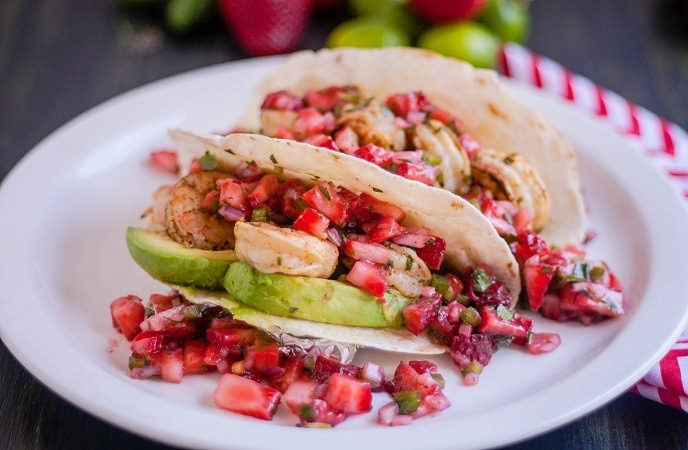strawberry-dessert-recipes-mini-dessert-tacos
