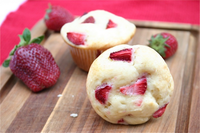 strawberry-dessert-recipes-strawberry-cheesecake-muffins