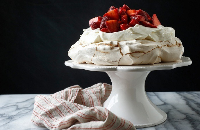 strawberry-dessert-recipes-strawberry-pavlova