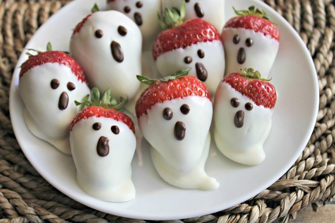 strawberry-dessert-recipes-white-chocolate-strawberry-ghosts