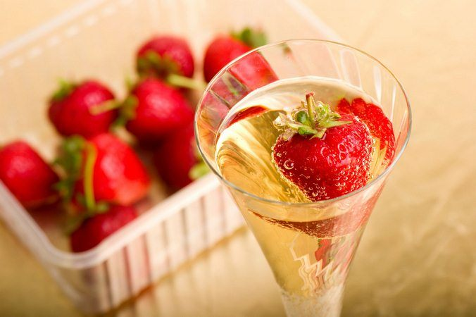 strawberry-dessert-recipes-wine-and-strawberries